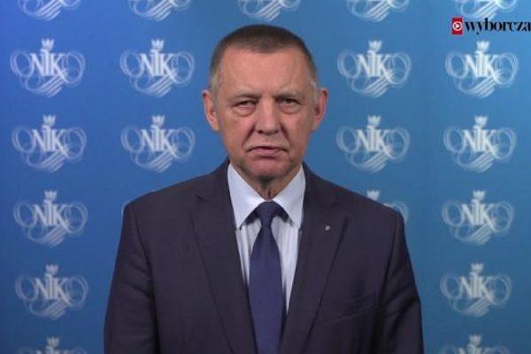 Prezes NIK-u Marian Banaś daje przykład jak forma wystąpienia niszczy treść